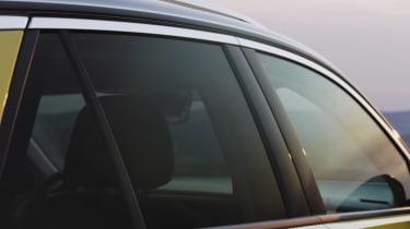 Volkswagen T-roc teaser video glass