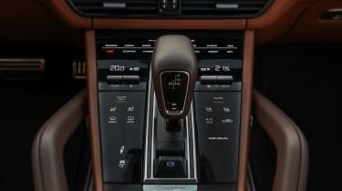 Porsche Cayenne Turbo S E-Hybrid - gearstick