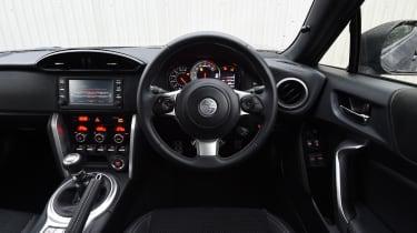 Toyota GT 86 2017 facelift - interior