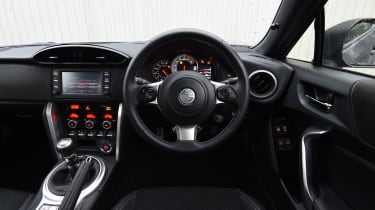 Toyota GT 86 2017 facelift - interior