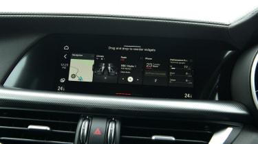 Alfa Romeo Stelvio - screen