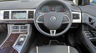Jaguar XF 2.2D interior