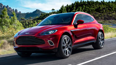Aston Martin DBX - front tracking
