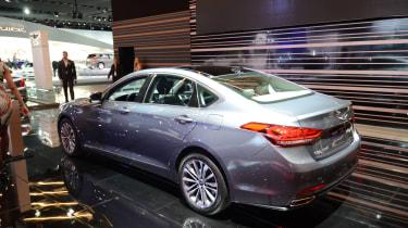 Genesis G90 - show rear quarter
