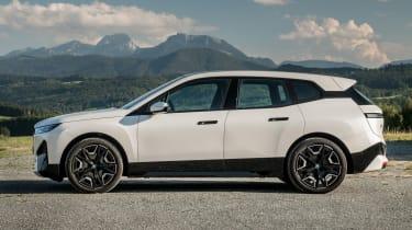 BMW iX - side static
