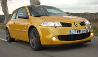 Renault Mégane 230 F1 R26 front view
