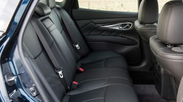 New Infiniti Q70 2015 rear seats