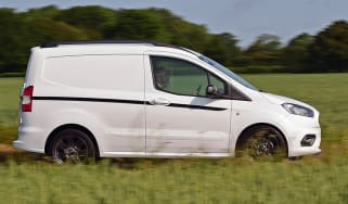 Ford Transit Courier Sport - side
