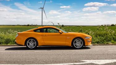 Ford Mustang V8 - side static