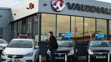 How to negotiate the price of a new car - Hugo Vauxhall