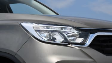 SsangYong Rexton - front light