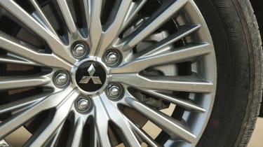 Mitsubishi Outlander PHEV - wheel