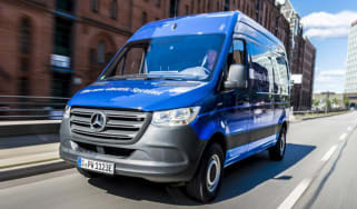 Mercedes e-Sprinter - front tracking close