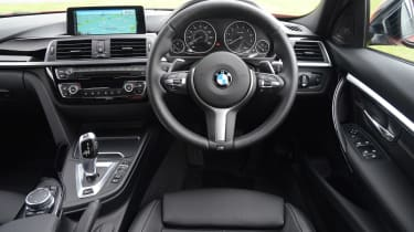 BMW 330e 2016 - interior