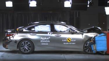 Lexus ES crash test
