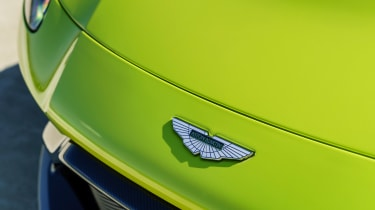 Aston Martin Vantage - badge