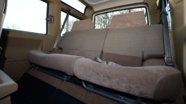 Land Rover Discovery Mk1 - rear seats