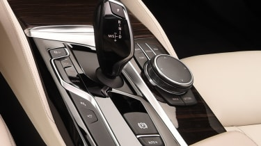 BMW 5 Series - studio buttons