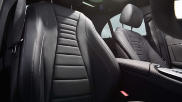 Mercedes E 300 e - seats