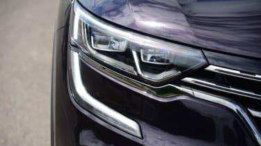 Renault Koleos Initiale Paris headlight
