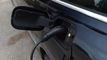 Audi Q7 e-tron - charging