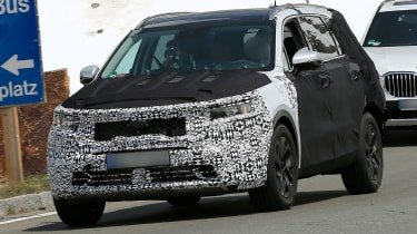 Kia Sorrento - spy shot - front 3/4 tracking