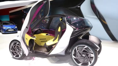 Toyota i-Tril concept Geneva - door open side