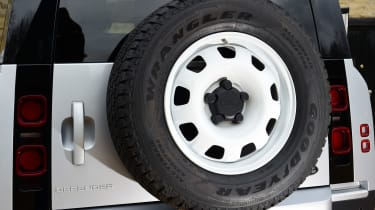 Land Rover Defender 90 D250 - spare wheel
