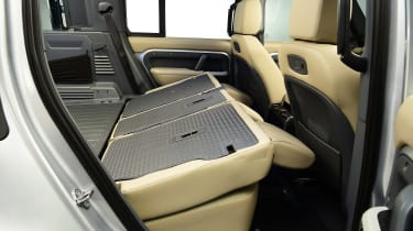 Land Rover Defender - studio rear seats down
