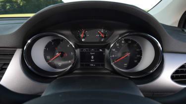 Vauxhall Astra Sports Tourer - dials