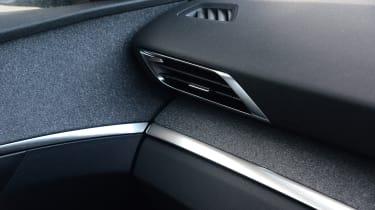 New Peugeot 3008 facelift 2020 vent