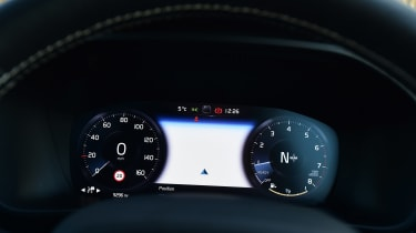 Volvo XC40 - dials