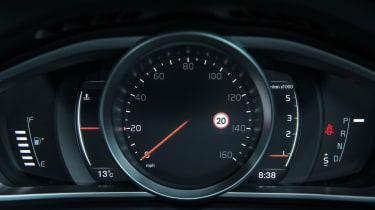 Volvo V40 2016 - instruments