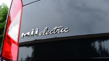 SEAT Mii electric UK - badge script