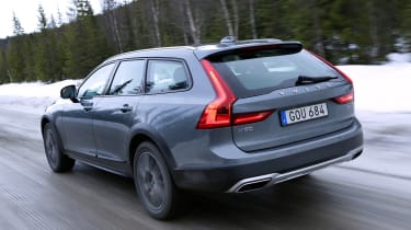 Volvo V90 Cross Country - rear tracking