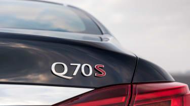 New Infiniti Q70 2015 badge