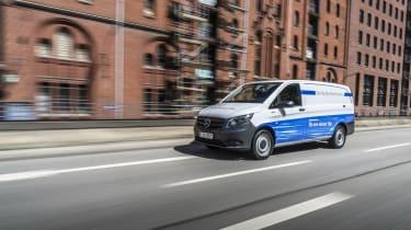 Mercedes eVito - front tracking far