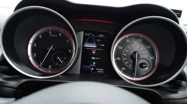 Suzuki Swift - dials