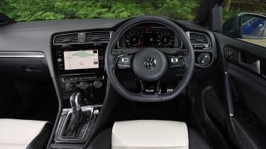 Volkswagen Golf R - dash
