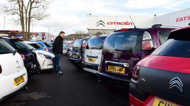How to negotiate the price of a new car - Hugo Citroen