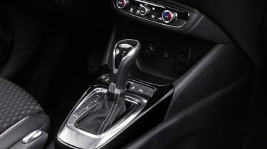 Vauxhall Crossland X - gear stick