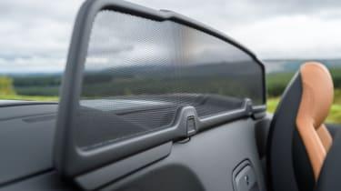 Audi R8 Spyder V10 plus - wind deflector close up