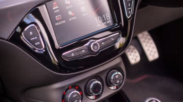 Vauxhall Adam S Rocks 2016 - infotainment