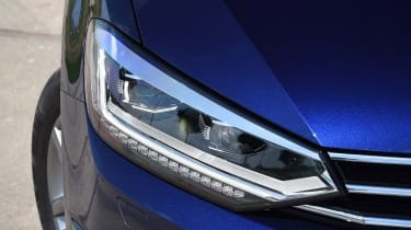 Volkswagen Touran - front light detail