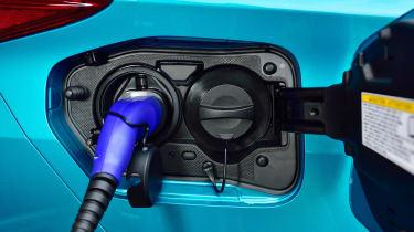 Toyota Prius Plug-In 2017 - plug