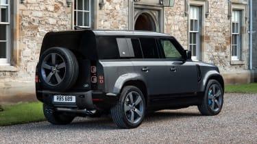 Land Rover Defender 110 V8 - rear static