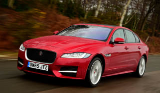 Jaguar XF 2.0d AWD 2016 - front tracking
