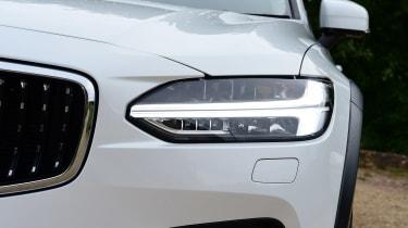 Volvo V90 Cross Country - front light