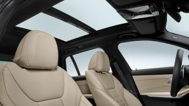 BMW 3 Series Touring - studio panoramic roof