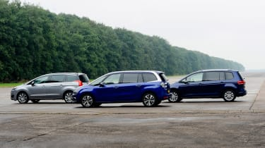 Citroen Grand C4 Picasso vs Volkswagen Touran vs Peugeot 5008 -